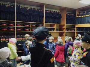 Каптёрка (кладовая) роты, где хранится форма, обувь и головные уборы на все сезоны.